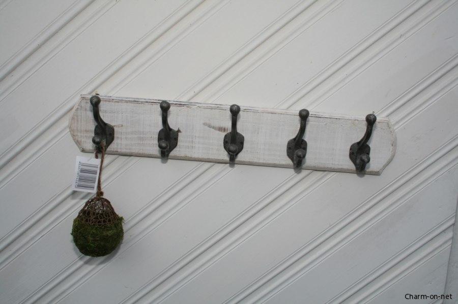 Charmiga och lantliga krokar och hängare,krokbrädor